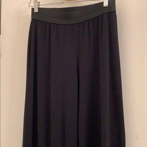 Elastic waistband-palazzo black pants.